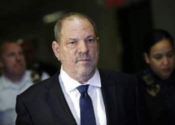 Harvey Weinstein entra a la Corte Suprema Estatal el jueves 11 de octubre del 2018 en Nueva York. Foto: Mark Lennihan / AP.