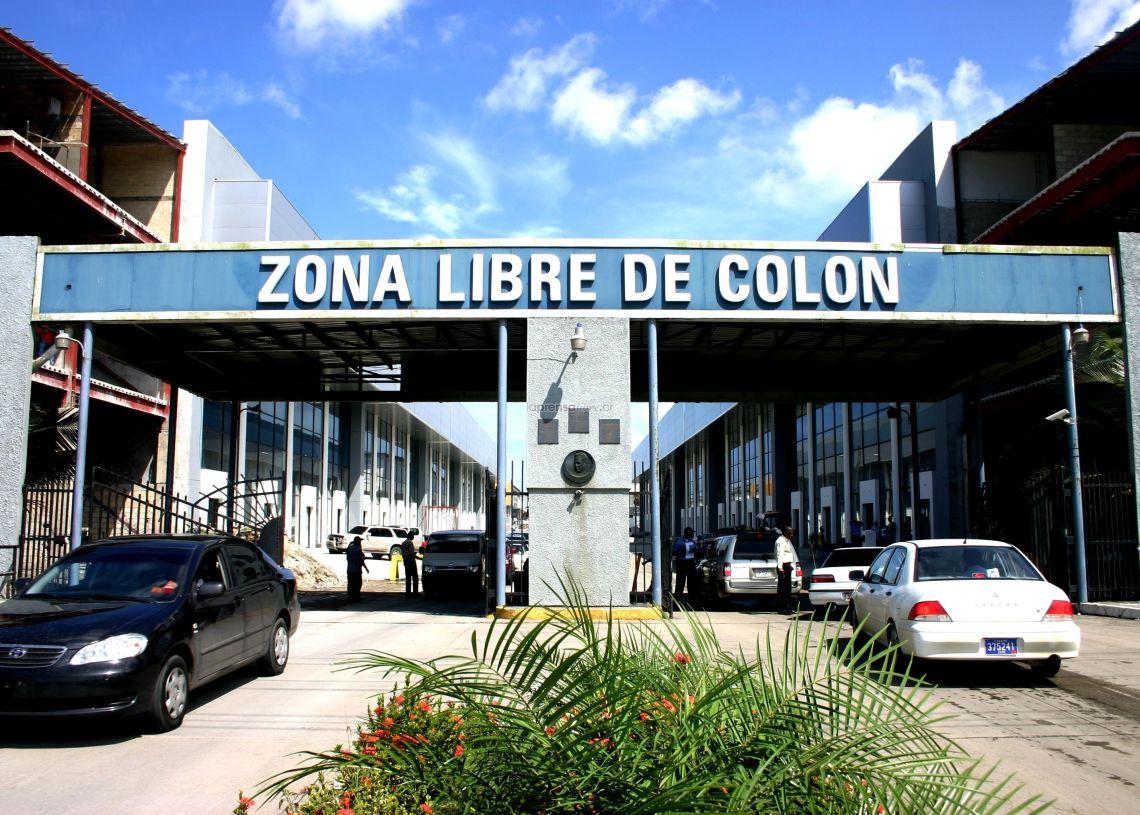 La zona franca de Colón, en Panamá, se fundó en 1948, acoge a más de 2500 empresas y es un gran atractivo para turistas e inversionistas que desean hacer compras mayoristas y libres de impuestos de importación y exportación.