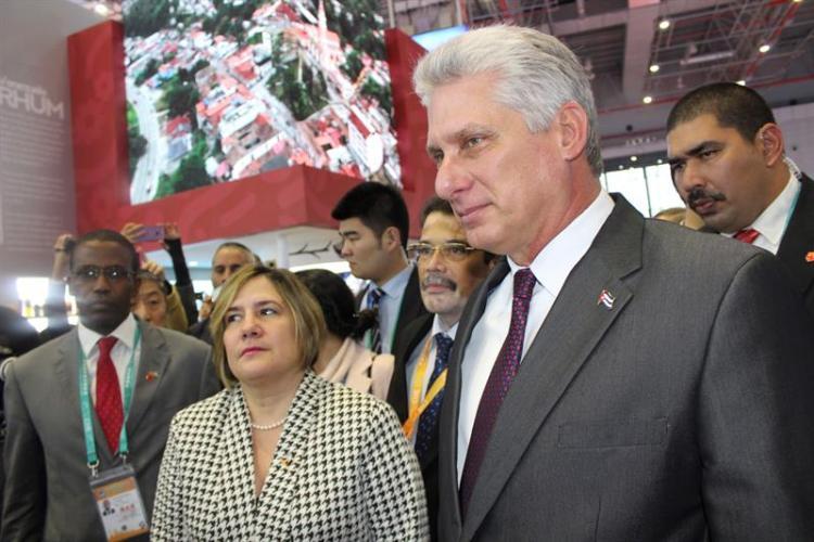 Miguel Díaz-Canel comenzó hoy su visita a China en la Expo de Importaciones de Shanghái. Foto: Javier García/EFE.