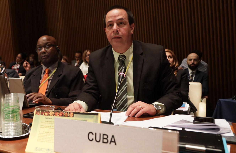 El ministro cubano de Salud, José Ángel Portal (der). Foto: paho.org