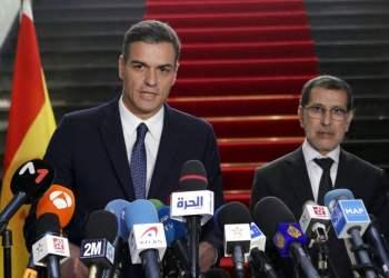 El presidente del gobierno español Pedro Sánchez ofrece una conferencia de prensa con su colega marroquí Saad Eddine el-Othmani tras un encuentro en Rabat el 19 de noviembre del 2018. Foto: AP.