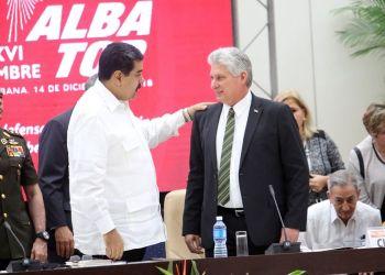 Los presidentes de Cuba, Miguel Díaz-Canel (c-d) y de Venezuela, Nicolás Maduro (c-i), durante la XVI Cumbre de Jefes de Estado y de Gobierno del Alba realizada el 14 de diciembre de 2018 en La Habana. Foto: @CubaMINREX / Twitter.