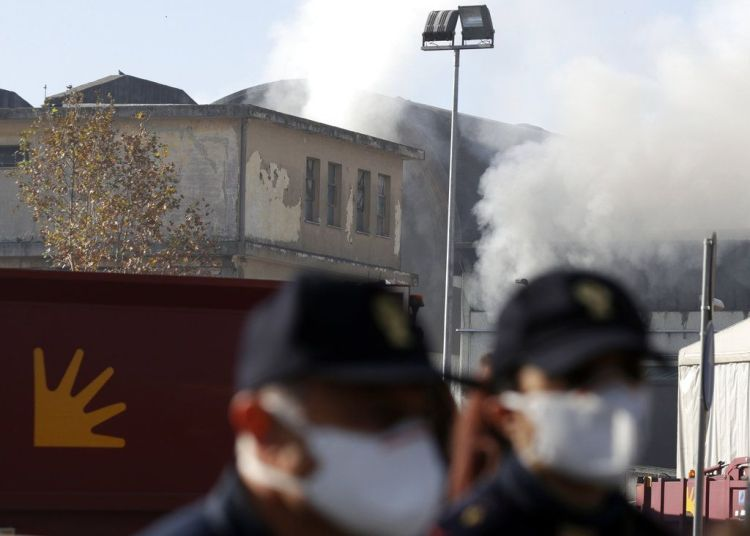 La escena después del incendio en una planta de tratamiento de residuos en Roma el 11 de diciembre de 2018. Foto: Gregorio Borgia / AP.