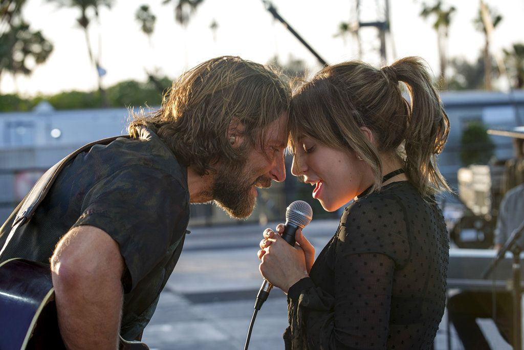 "Bradley Cooper y Lady Gaga en una escena de ""A Star is Born"". (Neal Preston/Warner Bros. vía AP)"