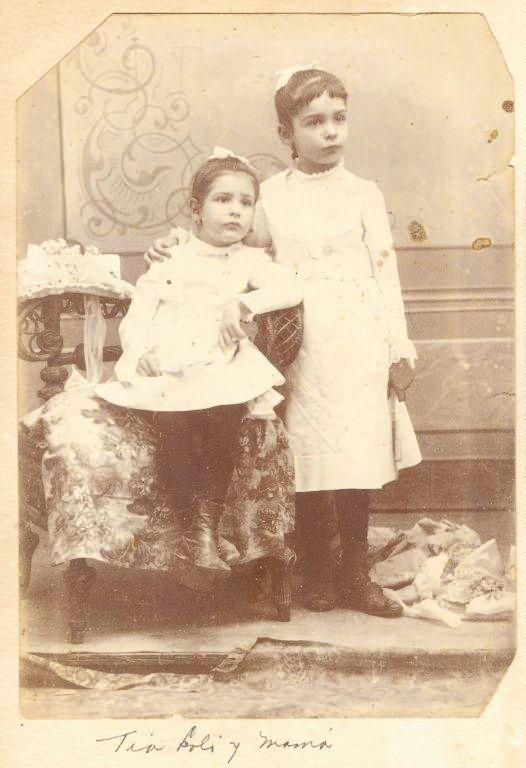 Loló y abuelita. Foto: Archivo familiar.