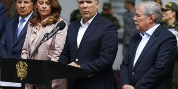 El presidente colombiano Iván Duque hace una declaración dentro de la Escuela de Policía General Santander, en Bogotá, luego de la explosión de una bomba en el campus el jueves 17 de enero del 2019. Foto: John Wilson Vizcaino / AP.
