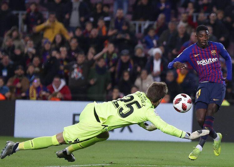Ousmane Dembélé del Barcelona anota el segundo gol del equipo en la victoria 3-0 ante Levante por los octavos de final de la Copa del Rey, el jueves 17 de enero 2019. Foto: Manu Fernández / AP.