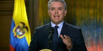 Fotografía cedida por la Presidencia de Colombia, del mandatario, Iván Duque, durante una alocución televisada este viernes, en Bogotá. EFE