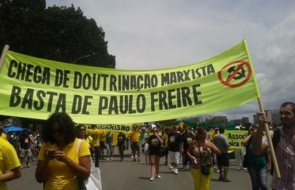 """Marcha de """"Escola Sem Partido"""" durante la campaña presidencial de Bolsonaro."""