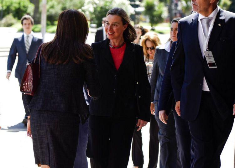 La alta representante de la Unión Europea para Asuntos Exteriores y Política de Seguridad, Federica Mogherini, llega a la reunión inaugural del Grupo de Contacto Internacional sobre Venezuela, en Montevideo, Uruguay, el jueves 7 de febrero de 2019. Foto: Matilde Campodonico / AP.