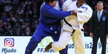 Con su triunfo sobre la azerí Iryna Kindzerska (izq), la cubana Idalis Ortiz (c) se coronó en el Grand Slam de París. Foto: ijf.org