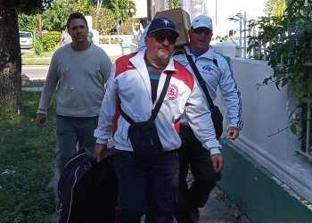 Javier Méndez y Juan Padilla son algunos de los deportistas que han estado presentes en las labores de recuperación y ayuda a los afectados por el tornado. Foto: Tomada de Facebook