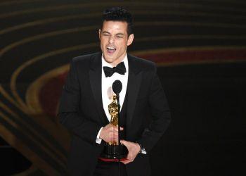 """Rami Malek recibe el Oscar al mejor actor por """"Bohemian Rhapsody"""" el domingo 24 de febrero del 2019 en el Teatro Dolby en Los Angeles. Foto: Chris Pizzello/Invision/AP."""