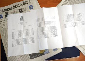 """Reproducción de la carta de tres páginas que, según el diario italiano """"Corriere della Sera"""", el papa Francisco le escribió al presidente venezolano Nicolás Maduro, en Roma el 13 de febrero del 2019. Foto: Andrew Medichini / AP."""