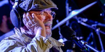 Silvio en su 100mo concierto en los barrios. Foto: Kaloian.