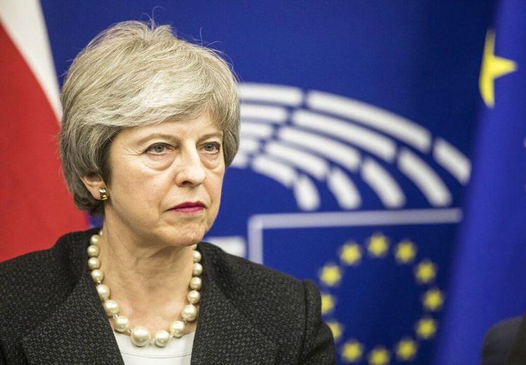 La primera ministra de Gran Bretaña, Theresa May, habla en una conferencia de prensa tras una reunión con el presidente de la Comisión Europea, Jean-Claude Juncker, en el Parlamento Europeo, en Estrasburgo, en el este de Francia, el 11 de marzo de 2019. (AP Foto/Jean-Francois Badias)