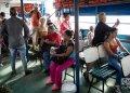 Una de las embarcaciones para pasajeros que surca la bahía de Cienfuegos. Foto: Otmaro Rodríguez.