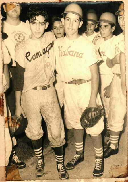 Rafael Rosendiz (izquierda) tras uno de los partidos decisivos de 1959. Foto: Archivo de Rafael Rosendiz