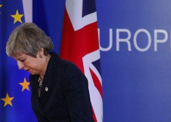La primera ministra de Gran Bretaña, Theresa May, tras una conferencia de prensa en una cumbre de la Unión Europea, en Bruselas, el 22 de marzo de 2019. (AP Foto/Frank Augstein)