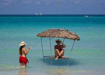 Varadero, playa declarada por Tripavisor como la segunda mejor del mundo, en Matanzas. Foto: Yander Zamora / EFE.