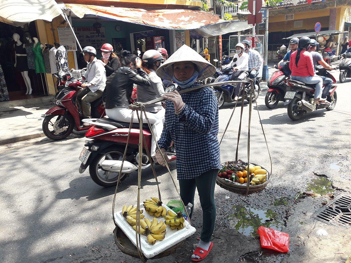 La pobreza se ha reducido radicalmente pero aun perviven imágenes que nos recuerdan donde estaba Vietnam hace 20 años. Foto: Raquel Pérez.