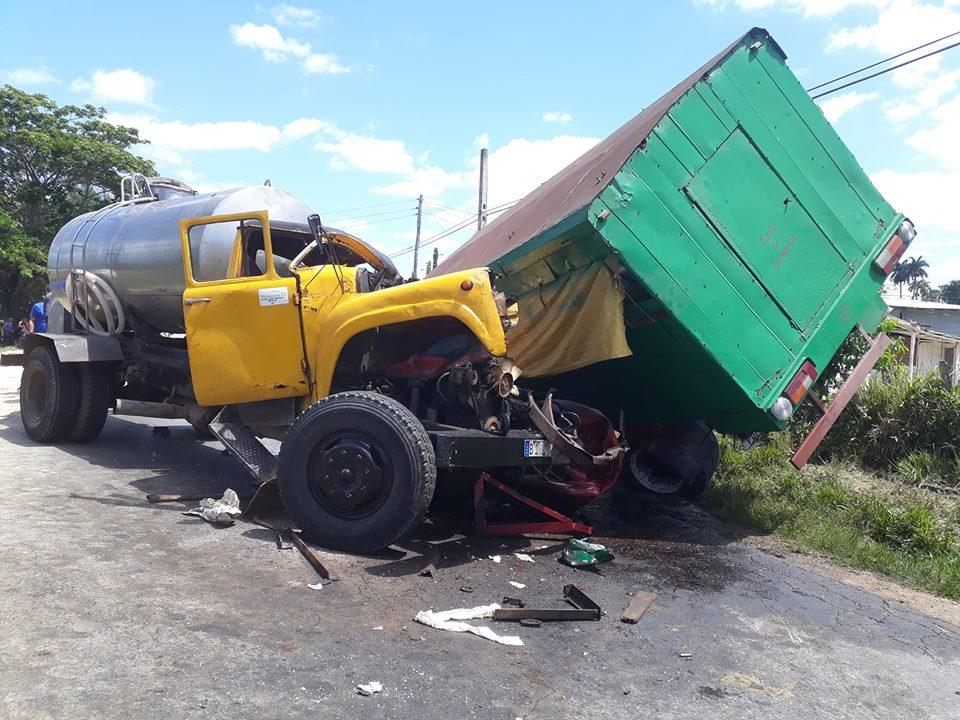 Accidente de tráfico en la carretera a San Juan y Martínez, en Pinar del Río, en abril de 2019. Foto: Periódico Guerrillero.