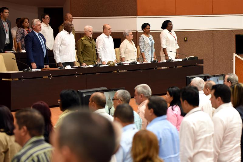 El presidente de Cuba Miguel Díaz-Canel asiste a tercera Sesión Extraordinaria de la IX Legislatura de la Asamblea Nacional del Poder Popular (ANPP) este sábado en el Palacio de Convenciones en La Habana. Foto: Omara García / EFE.