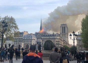 La catedral de Notre Dame de París, uno de los monumentos más emblemáticos de la capital francesa, está sufriendo un incendio, según pudo constatar una periodista de Efe en el lugar.La policía ha acordonado la zona y está desalojando a los numerosos turistas que se encontraban dentro de la catedral. EFE/María Diaz Valderrama