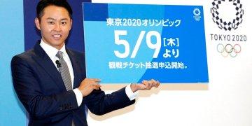 Kosuke Kitajima, cuatro veces campeón olímpico en natación, durante una rueda de prensa en Tokio, el jueves 18 de abril de 2019. Kitajima participó en el lanzamiento del portal de venta de entradas de los Juegos Olímpicos de 2020.(Yuta Omori/Kyodo News via AP)