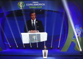 El presidente de la Conmebol, Alejandro Domínguez, habla durante el sorteo de la Copa América 2019, el jueves 24 de enero de 2019, en Río de Janeiro. (AP Foto/Andre Penner)
