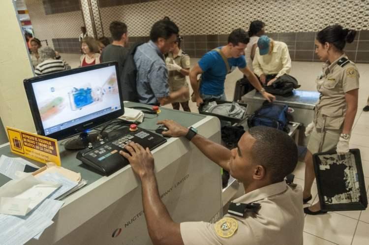 Aduana, área de rayos x y equipaje de la Terminal 3 del Aeropuerto Internacional José Martí. La Habana. Cuba Foto: Roberto Suárez/Juventud Rebelde.