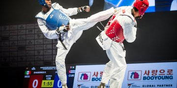 El cubano Rafael Alba (d) enfrenta al mexicano Carlos Sansores en la final de la división de +87 kg en el Campeonato Mundial de Taekwondo de Manchester, Reino Unido, el 19 de mayo de 2019. Foto: worldtaekwondo.org / Archivo.
