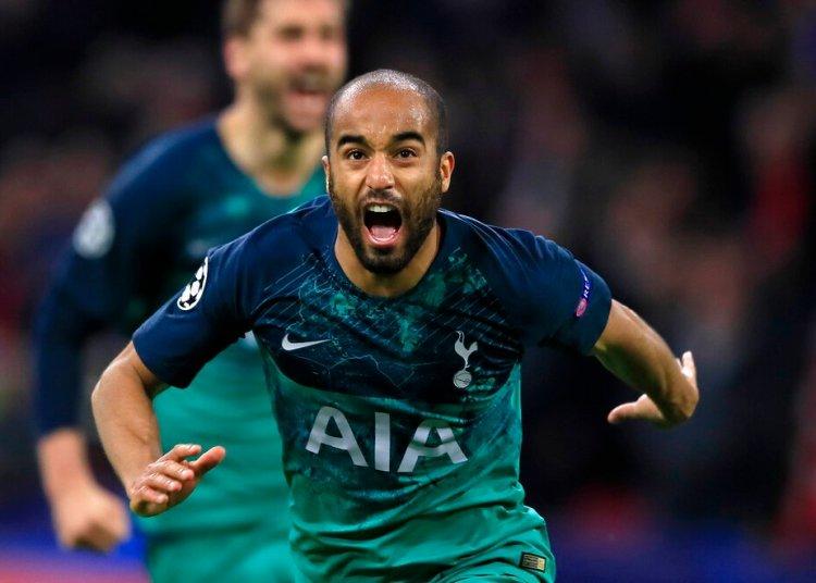 El brasileño Lucas Moura de Tottenham festeja tras anotar el tercer gol en la victoria 3-2 ante Ajax en la semifinal de la Liga de Campeones, el miércoles 8 de mayo de 2019, en Ámsterdam. (AP Foto/Peter Dejong)