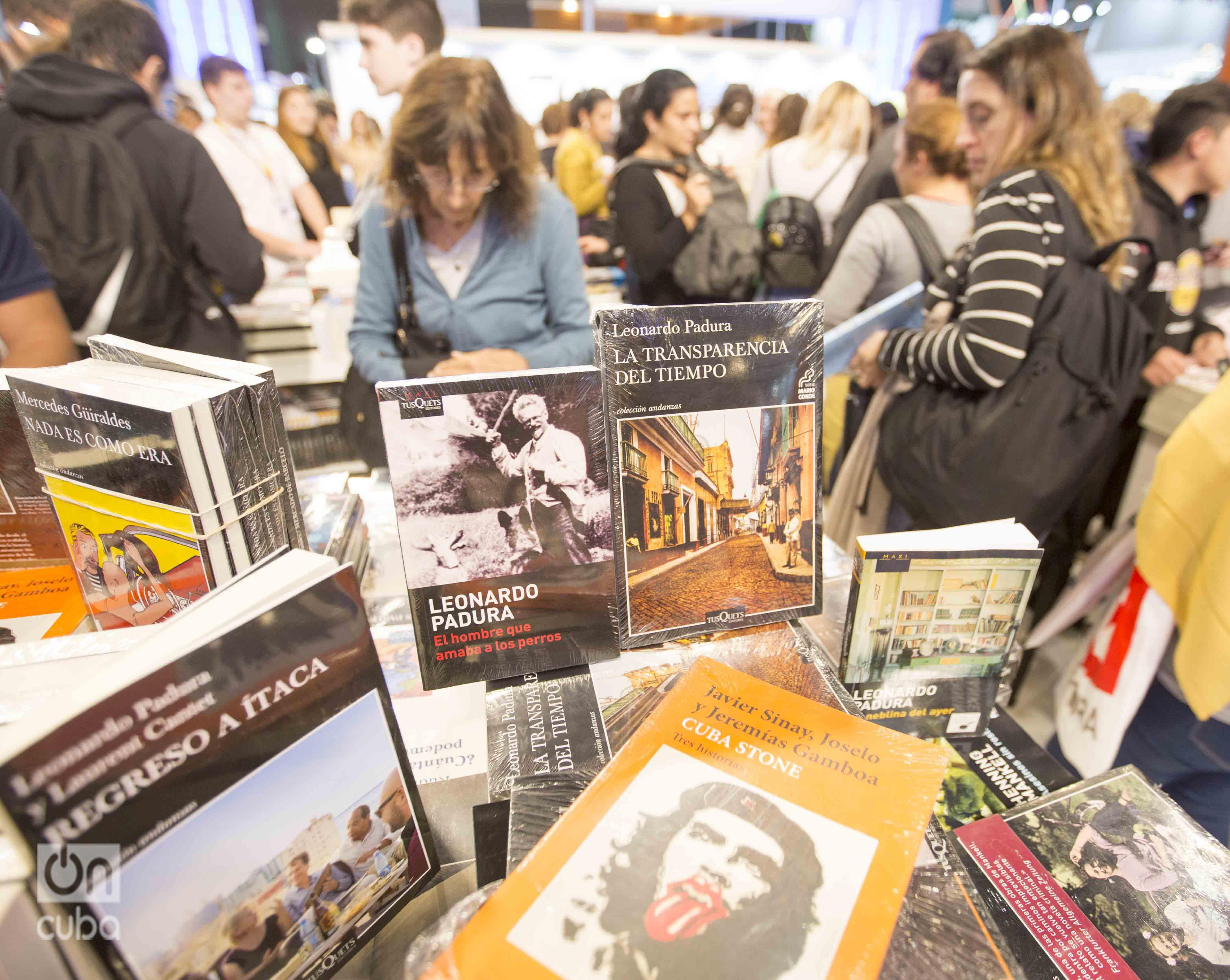 Obras de escritores cubanos en la Feria Internacional de Libro de Buenos Aires. Foto: Kaloian.