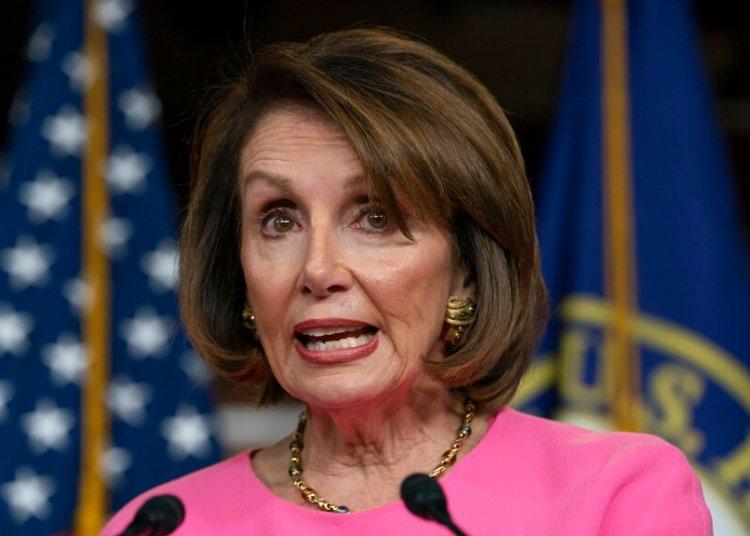La presidenta de la cámara baja Nancy Pelosi, demócrata por California, habla con reporteros en el Capitolio en Washington, el jueves 23 de mayo del 2019. Foto: J. Scott Applewhite / AP.