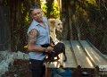 Ernesto en su refugio de perros al oeste de La Habana. Foto: Otmaro Rodríguez.