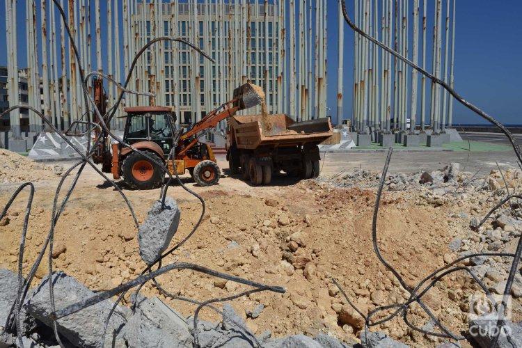 """Trabajos de restauración de la Tribuna Antimperialista """"José Martí"""" de La Habana. Foto: Otmaro Rodríguez."""