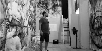 Yuniel Delgado Castillo en su estudio. Foto: Angel Marqués Dolz.