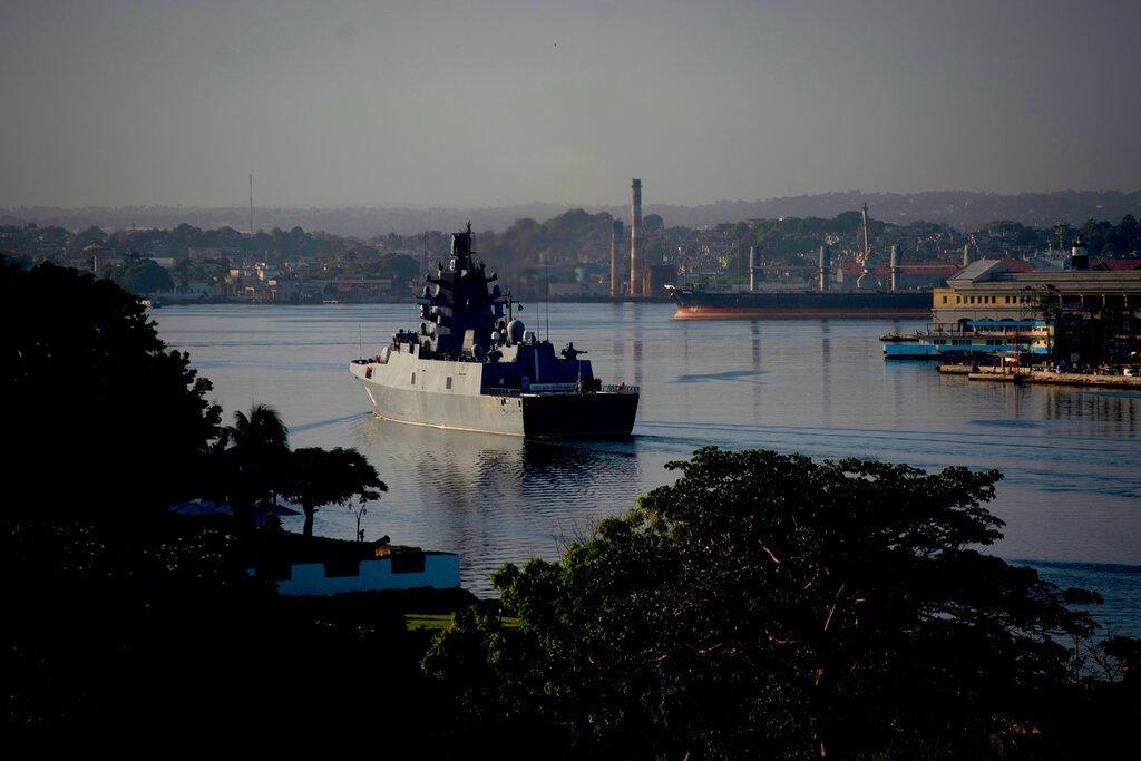 La fragata Almirante Gorshkov de la Armada rusa llega al puerto de La Habana, Cuba, el lunes 24 de junio de 2019. Foto: Ramón Espinosa / AP.