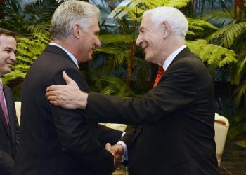 El presidente cubano, Miguel Díaz-Canel, recibe a David Triesman, copresidente de la Iniciativa Cuba. Foto: Estudios Revolución.