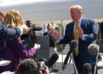 El presidente Donald Trump habla con la prensa en el Jardín Sur de la Casa Blanca en Washington, el sábado 22 de junio de 2019. Foto: Susan Walsh / AP.