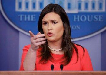 La portavoz de la Casa Blanca, Sarah Sanders, durante una conferencia de prensa en Washington, el 28 de enero del 2019. Foto: Evan Vucci / AP.