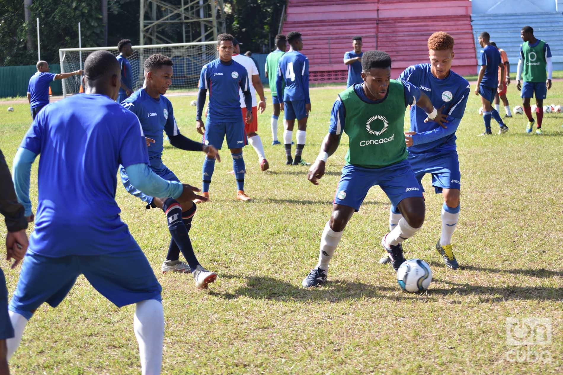 Entrenamiento de la selección cubana de fútbol para la Copa de Oro 2019. Foto: Otmaro Rodríguez.