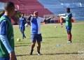 Raúl Mederos dirige un entrenamiento del equipo cubano de fútbol en La Habana,con vistas a la Copa Oro 2019. Foto: Otmaro Rodríguez.