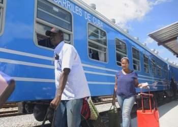 El nuevo tren cubano con coches comprados a China, a su llegada a Santiago de Cuba este fin de semana. Foto: ACN.