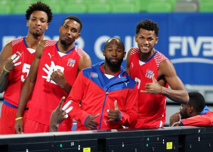 Con triunfos sobre Egipto y Bielorrusia, los cubanos terminaron invictos la fase eliminatoria de la Copa de Retadores en Eslovenia. Foto: @SloVolley / Twitter.