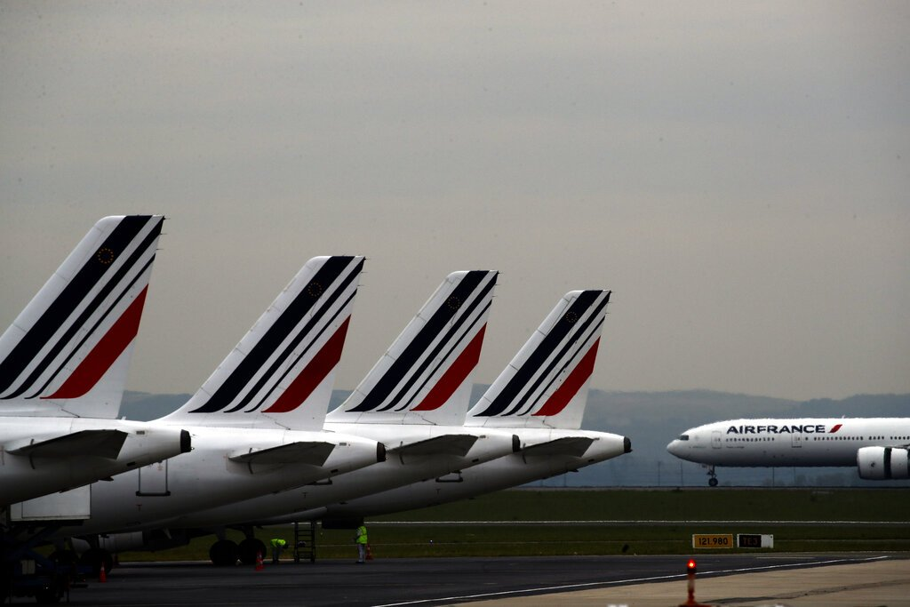 Fotografía de archivo del 17 de mayo de 2019 de aviones de Air France en la pista del aeropuerto París Charles de Gaulle en Roissy, cerca de París. Foto: Christophe Ena / AP / Archivo.