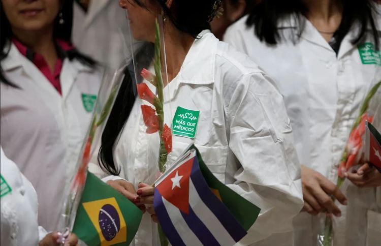Médicos cubanos que trabajaron en Brasil. Foto: AP / Archivo.