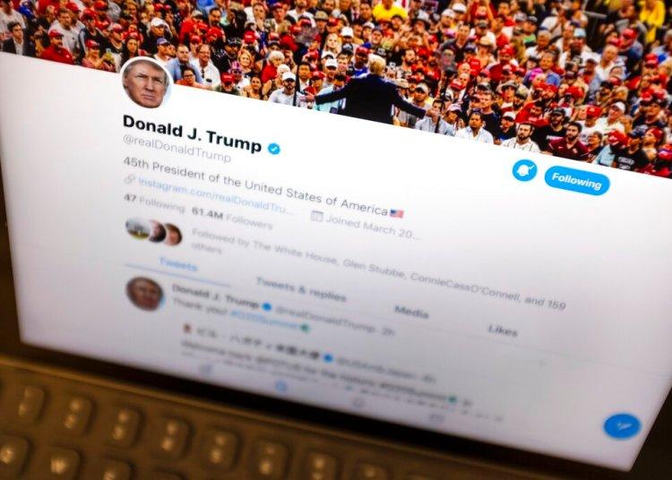 Un iPad en Nueva York mostrando un mensaje colocado en Twitter por el presidente Donald Trump el 27 de junio del 2019. Foto: J. David Ake / AP.