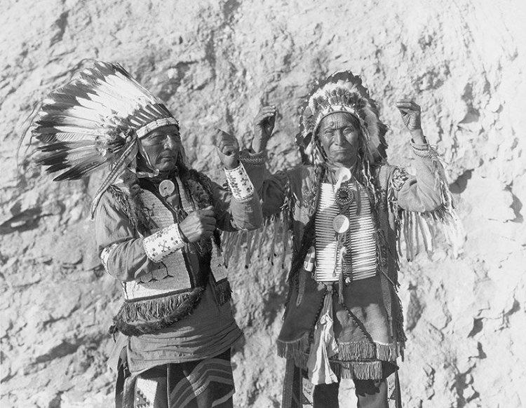 """Indios americanos en el """"lejano oeste"""" de América del Norte."""